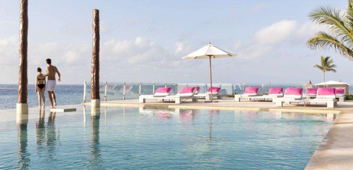 Club Med Cancun Yucatan, Mexique -  Vue de la piscine faisant face à la mer