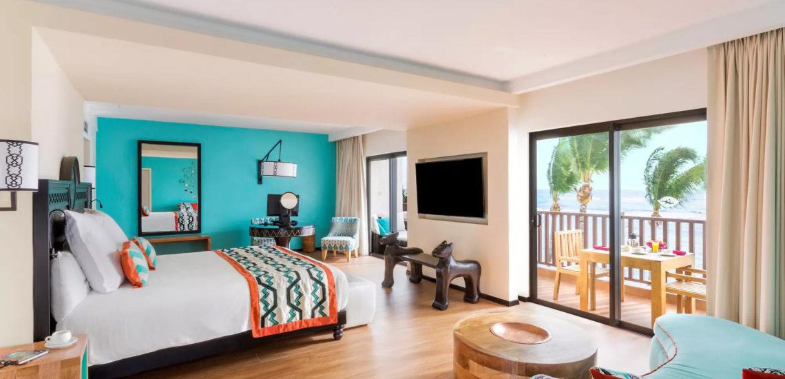 Club Med Cancun Yucatan, Mexique - Image de l'intérieur d'une suite en espace exclusif, aux couleurs vives