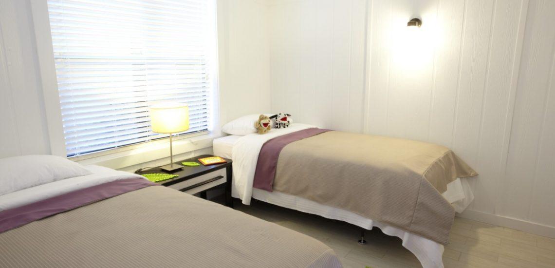 Photo intérieure d'une chambre Deluxe lits simples