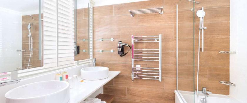 Club Med Arcs Panorama, en France - Vue de l'intérieur des salles de bains disponibles lors de la réservation d'une chambre
