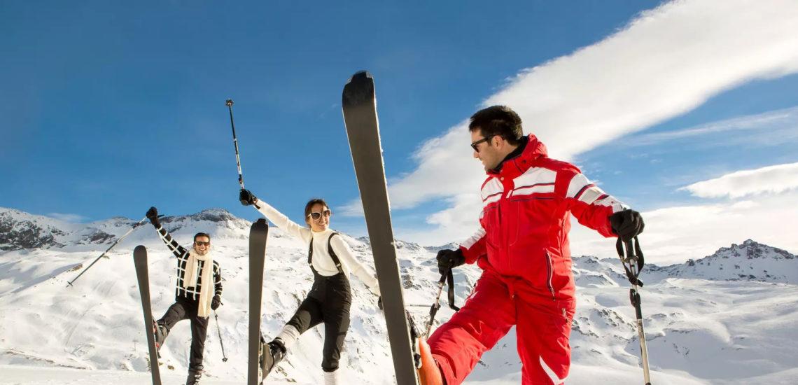 Club Med Peisey - Vallandry, en France - Un groupe de skieurs pratique leurs techniques avec le G.M en charge