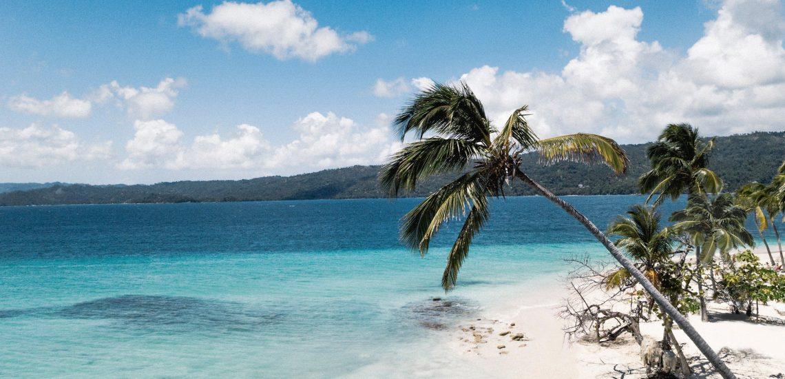Club Med Michès Playa Esmeralda, en République Dominicaine - Photo de la plage sauvage avec eau turquoise et palmier