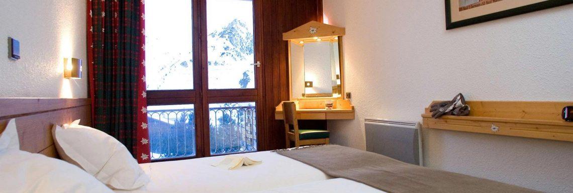 Club Med Arcs Extrême -  Intérieur d'une chambre avec balcon