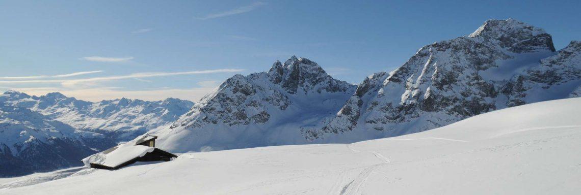 Club Med Saint-Moritz Roi Soleil, en Suisse - Haut d'une montagne enneigée