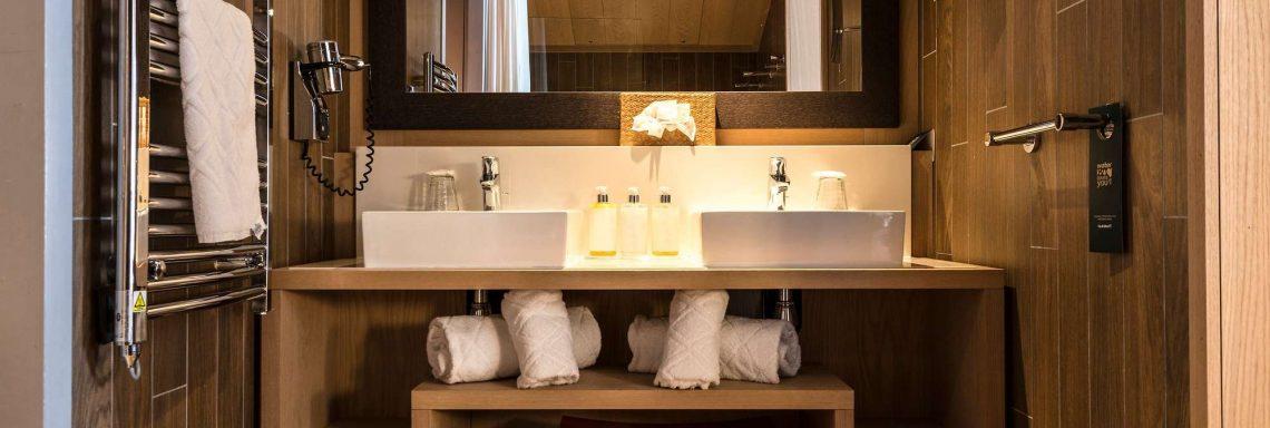 Club Med Valmorel, en France - Vue intérieure de la salle de bain en bois
