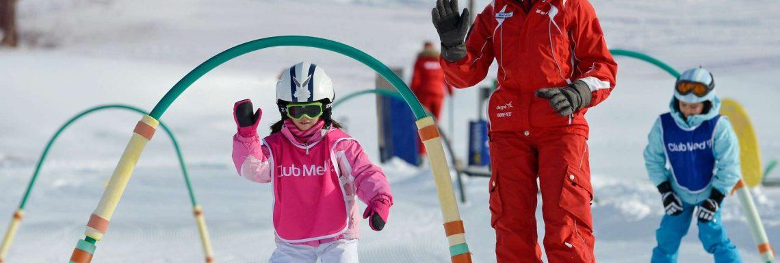 Club Med Valmorel, en France - Image d'un cours de ski pour enfant