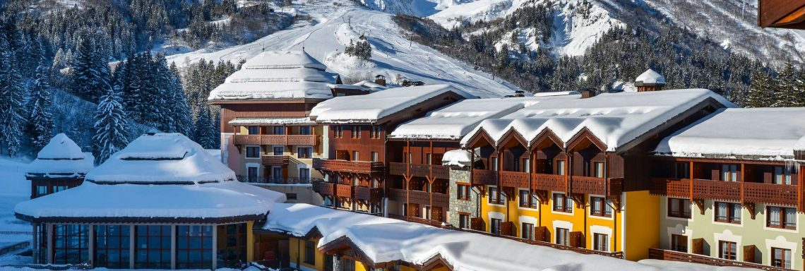 Club Med Valmorel, en France - Vue extérieure du Club Med enneigé