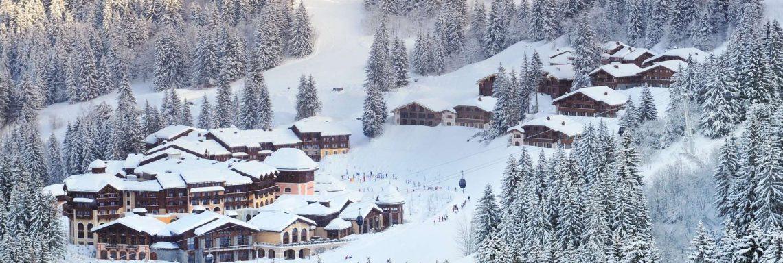 Club Med Valmorel, en France - Vue aérienne du Club Med enneigé
