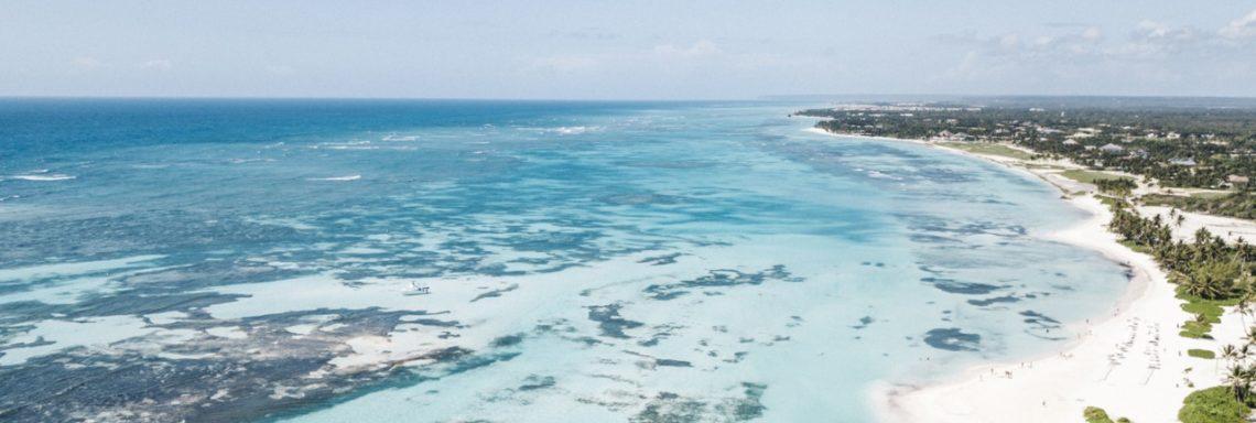 Club Med Michès Playa Esmeralda, en République Dominicaine - Vue aérienne de la mer et des coraux devant la plage