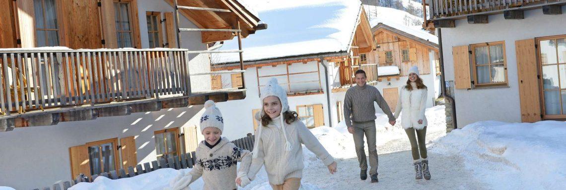 Club Med Pragelato Vialattea, en Italie - Une famille à l'extérieur profitant de l'air frais