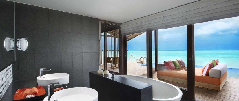 Club Med Villas de Finolhu, aux Maldives - Intérieur d'une salle de bain avec vue panoramique sur l'Océan