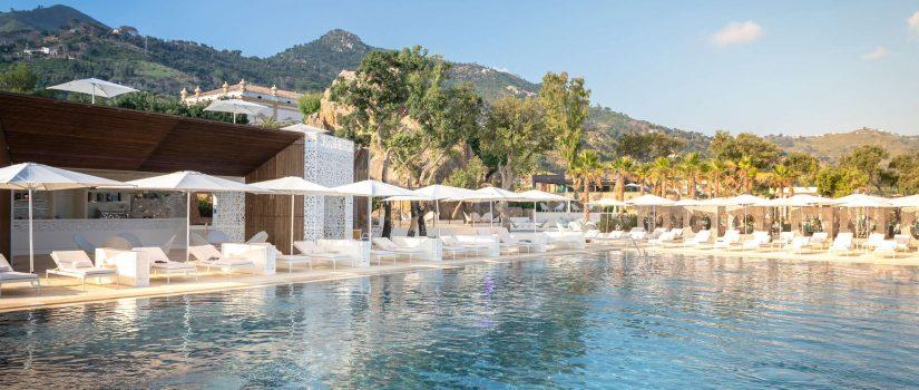 Club Med Cefalù en Italie - Piscine extérieure sur le bord de la mer