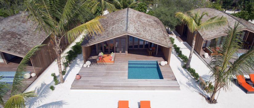 Club Med Kani, aux Maldives - Vue aérienne d'une terrasse privée avec piscine.