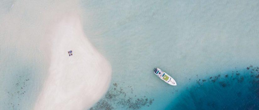 Club Med Kani, aux Maldives - L'Océan indien et le complexe en vue aérienne très éloignées.