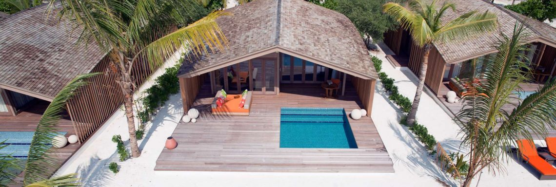 Vue aérienne d'une villa individuelle avec piscine privative