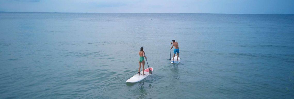 Club Med Kemer, en Turquie - Une couple faisant du paddle board en pleine mer.