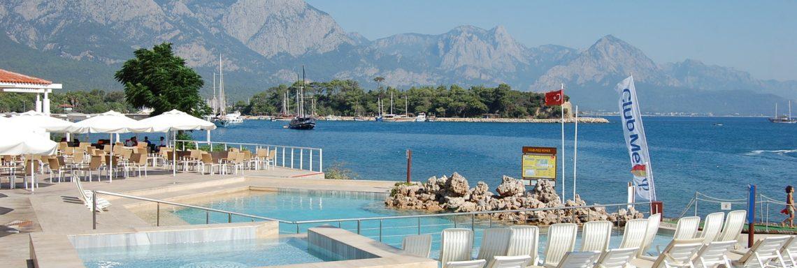 Club Med Kemer, en Turquie - Image d'une piscine à eau de Mer.