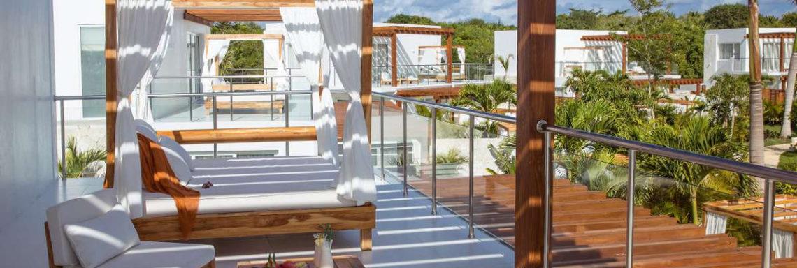 Club Med Punta Cana, en République Dominicaine - Vue de la terrasse modernisée en bois de du Jardin Zen