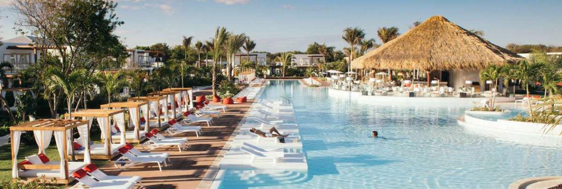 Club Med Punta Cana, en République Dominicaine -  Vue en hauteur de la piscine disponible dans le jardin zen