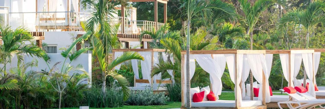 Club Med Punta Cana, en République Dominicaine - Image de la piscine et des terrasses de la zone Oasis