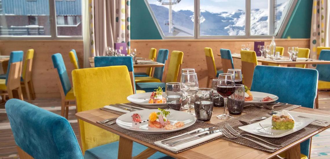 Club Med Val Thorens Sensations, France - Image de l'intérieur d'un des restaurants offerts par au complexe