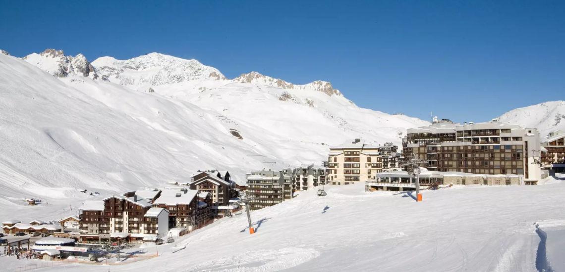 Club Med Tignes Val Claret, France - Vue en haut de montagne du complexe hôteliers dans son entièreté